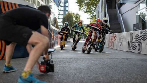 Max Fend filmt die esc scooter